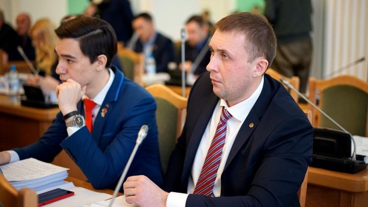 На депутата омского горсовета Ивченко возбудили уголовное дело из-за бесплатной могильной оградки