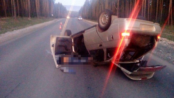 В Башкирии девушка без прав опрокинула автомобиль на крышу