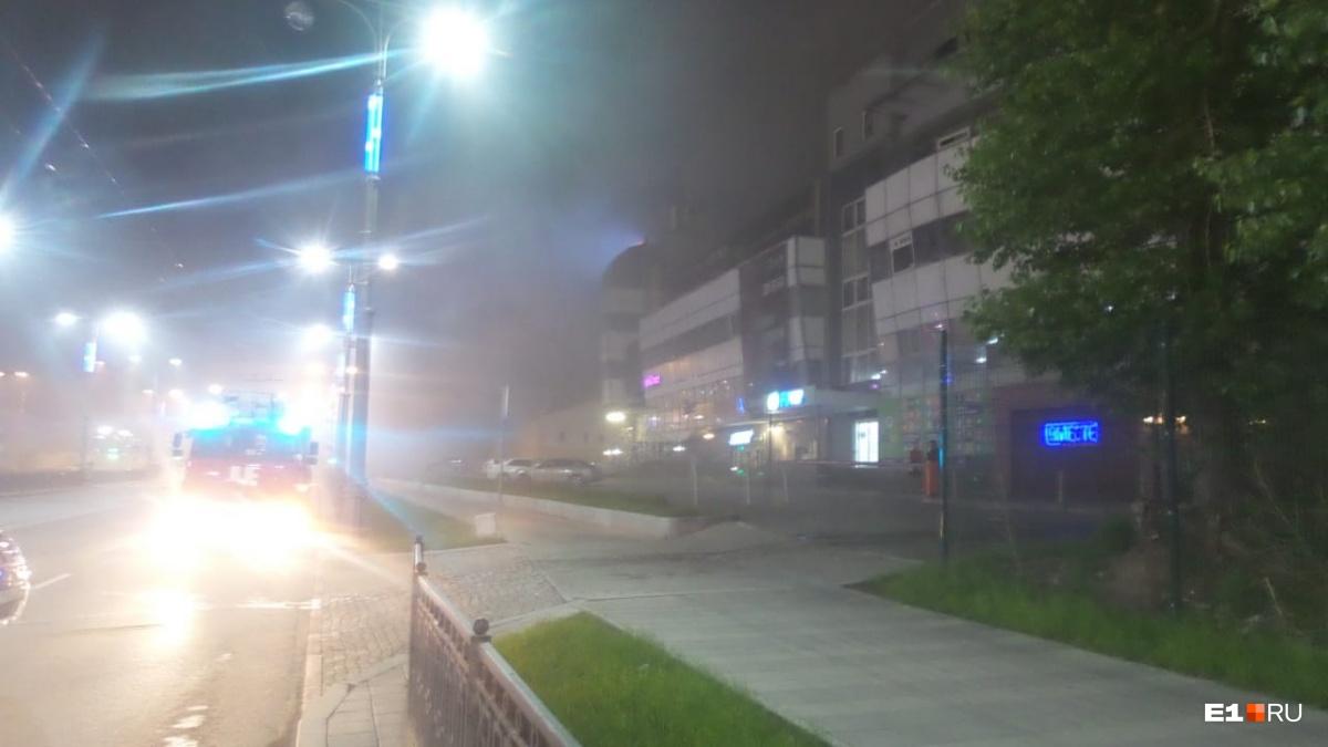 Улица затянута дымом