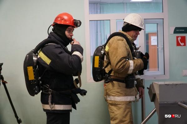 Спасатели отправляются в шахту