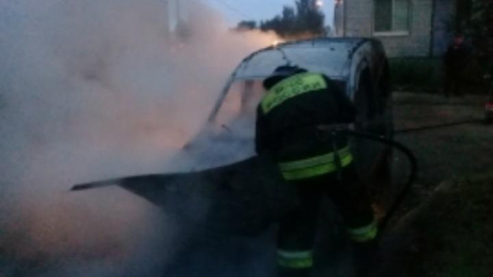 В Ярославле ночью сгорели три машины