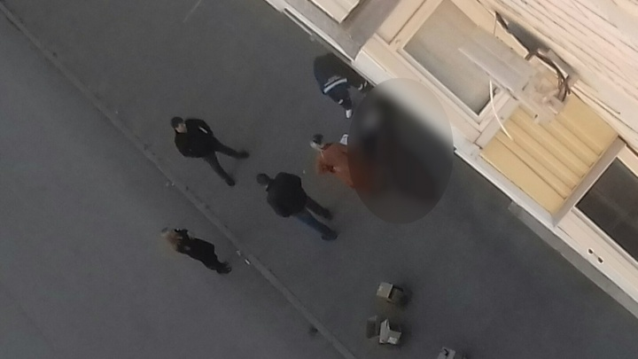 В Волгограде школьница погибла, упав с девятиэтажного дома