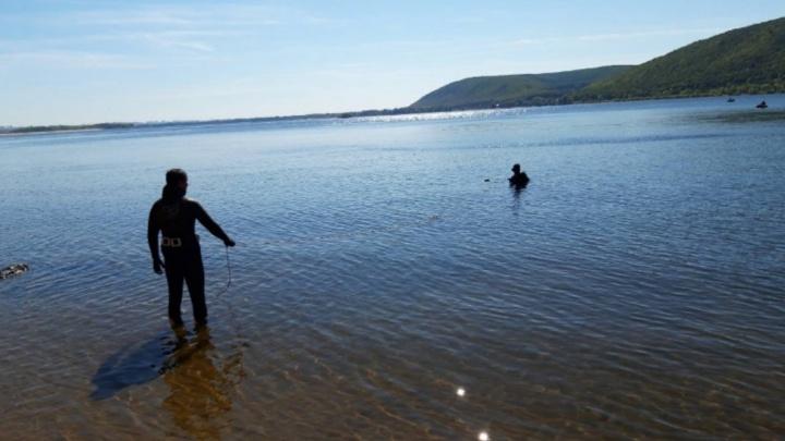 Утонул во время купания: самарские спасатели достали тело погибшего мужчины из Волги