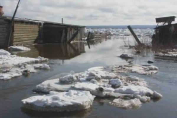 В посёлке на севере края затопило все дома: жителей вывозят вертолётами