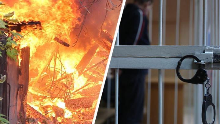 Из-за долга в 14 тысяч рублейсибиряка связали и оставили умирать в горящем доме