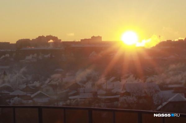 8 января в Омске сильно пахло газом. Спасатели посоветовали горожанам не покидать квартиры без крайней необходимости