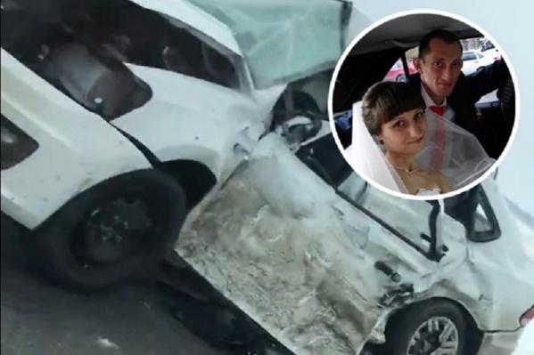 Авария произошла вчера днем на трассе Тюмень — Омск. Тюменка 1989 года рождения до сих пор находится в реанимации и не приходит в сознание, ее супруг погиб