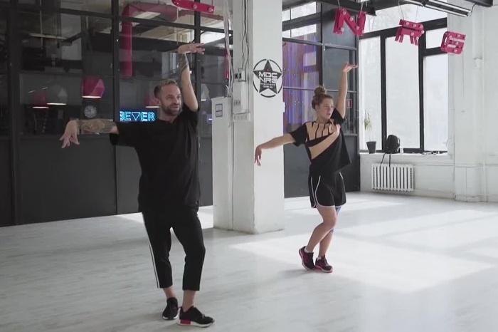 Валерия Коблова учится танцевать fem vogue, то есть «женский вог»