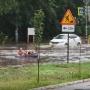 «Назло властям!»: тольяттинцы устроили заплыв на матрасе по затопленным улицам
