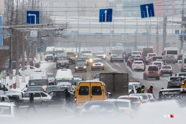 Водителей просят быть аккуратными и не ездить на «лысой» резине