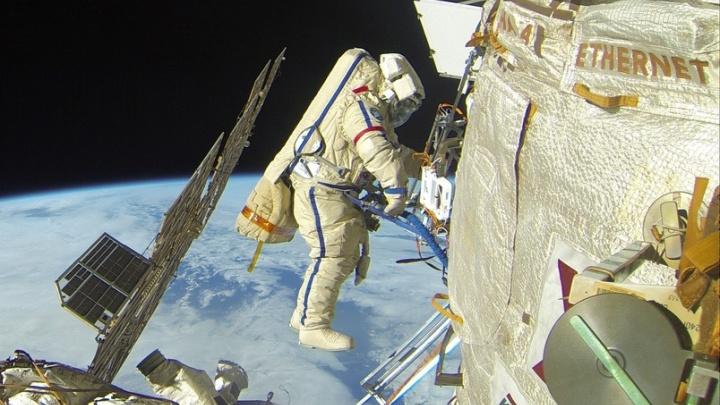 Первый екатеринбуржец в открытом космосе: как работает Сергей Прокопьев