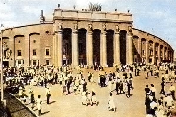 Фасад Центрального стадиона 1950-х годов
