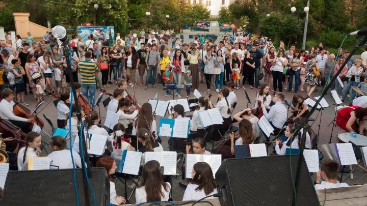 Музыканты «Волгоградконцерта» ушли играть в Комсомольский сад из-за фестиваля болельщиков ЧМ-2018