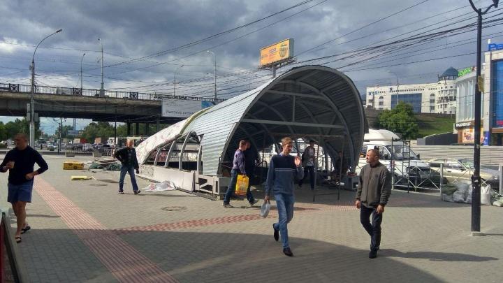 Над подземным переходом на «Речном вокзале» появился огромный козырёк
