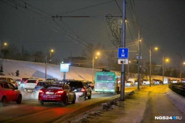 Заторы всегда возникают в Красноярске накануне праздников