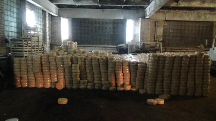 Обычный рецепт: в Челябинской области сожгли 20 тонн санкционного сыра