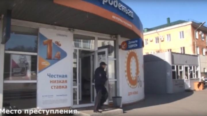 Палка вместо ружья: омич дважды ограбил одну микрофинансовую организацию