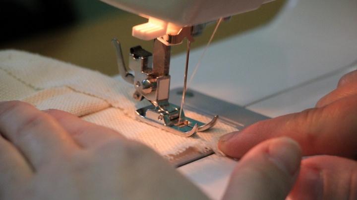 За миллионный долг у архангелогородки арестовали швейные машинки и манекены
