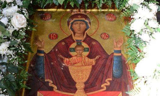 Ежедневно перед иконой будут проходить молебны