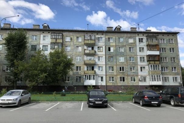 Утром из окна дома на Пермякова выпал мужчина и остался жив