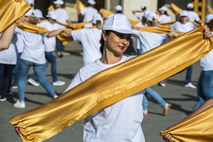 Во флешмобе поучаствовали 112 сотрудников отделов ЗАГС Новосибирска