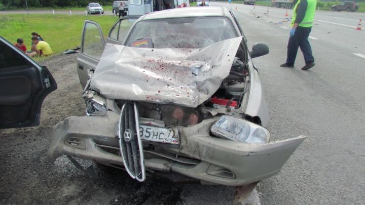 Травма живота и перелом позвоночника: в ДТП на трассе Екатеринбург — Тюмень пострадали двое детей