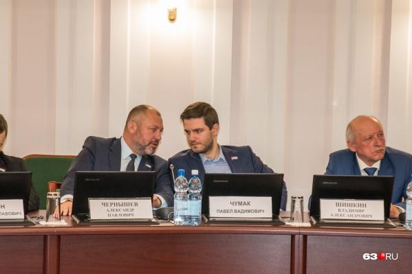 Проблему повышения стоимости проезда поднял Павел Чумак (в центре)