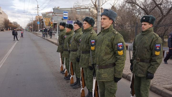 Первые кадры масштабного полицейского парада в Красноярске