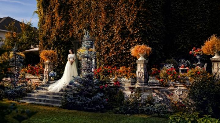 Рай на Берди: семья сибиряков построила потрясающей красоты замок с секретным садом