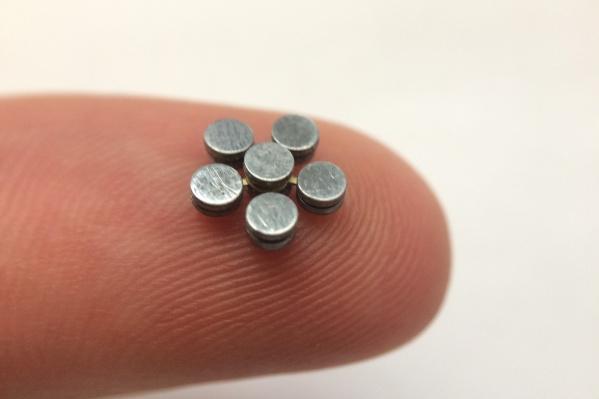 Размер миниатюрного спиннера всего 8 мм
