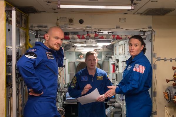Сергей (в центре) со своим экипажем