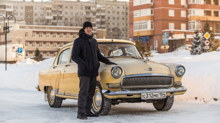 «Лет пять стояла в огороде». Россиянин за 15 тысяч купил «Волгу» 1965 года и ездит на ней на работу