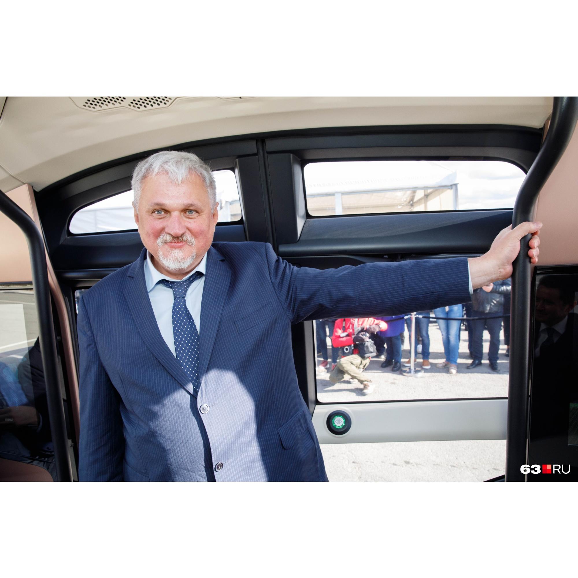 Алексей Гуськов считает, что ШАТЛ должен стоить примерно столько же, сколько за десять лет получает водитель, который тут не нужен. По нашим с ним прикидкам, выходит 5–7 миллионов рублей