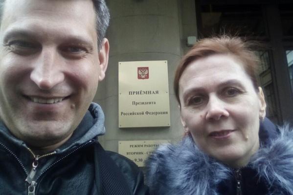 Анатолий Княжев и Светлана Бачурина являются активистами движения «Диванные войска». Ранее они провели в Тюмени два митинга против мусорной реформы<br>