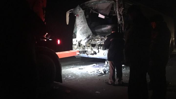 Водитель большегруза из Свердловской области попал в смертельное ДТП под Тюменью
