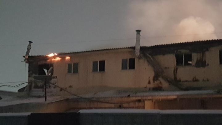 Пропал один из арендаторов сгоревшего торгового центра в Искитиме