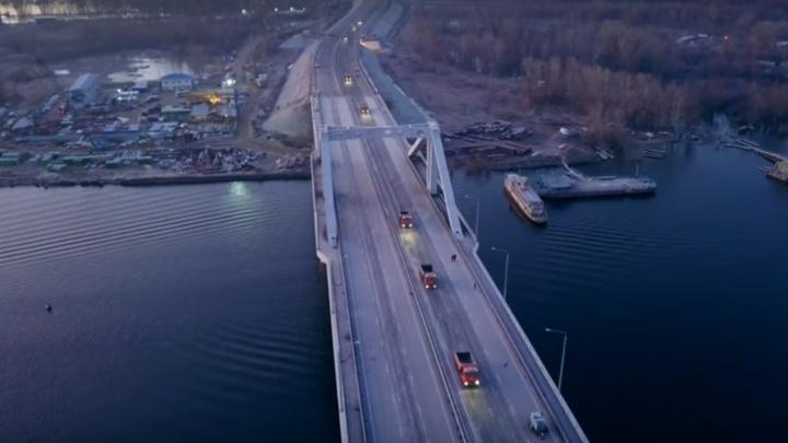 Самарский видеоблогер снял большегрузы на Фрунзенском мосту на рассвете