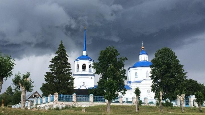 «Его обряды не имеют силы». В Усолье из-за отлученного священника РПЦ просит заново отпеть умерших