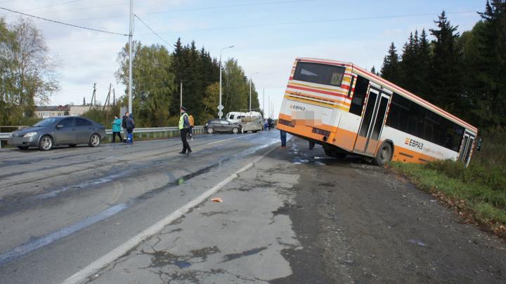 Столкнулись пять машин и два автобуса: подробности смертельного ДТП под Нижним Тагилом
