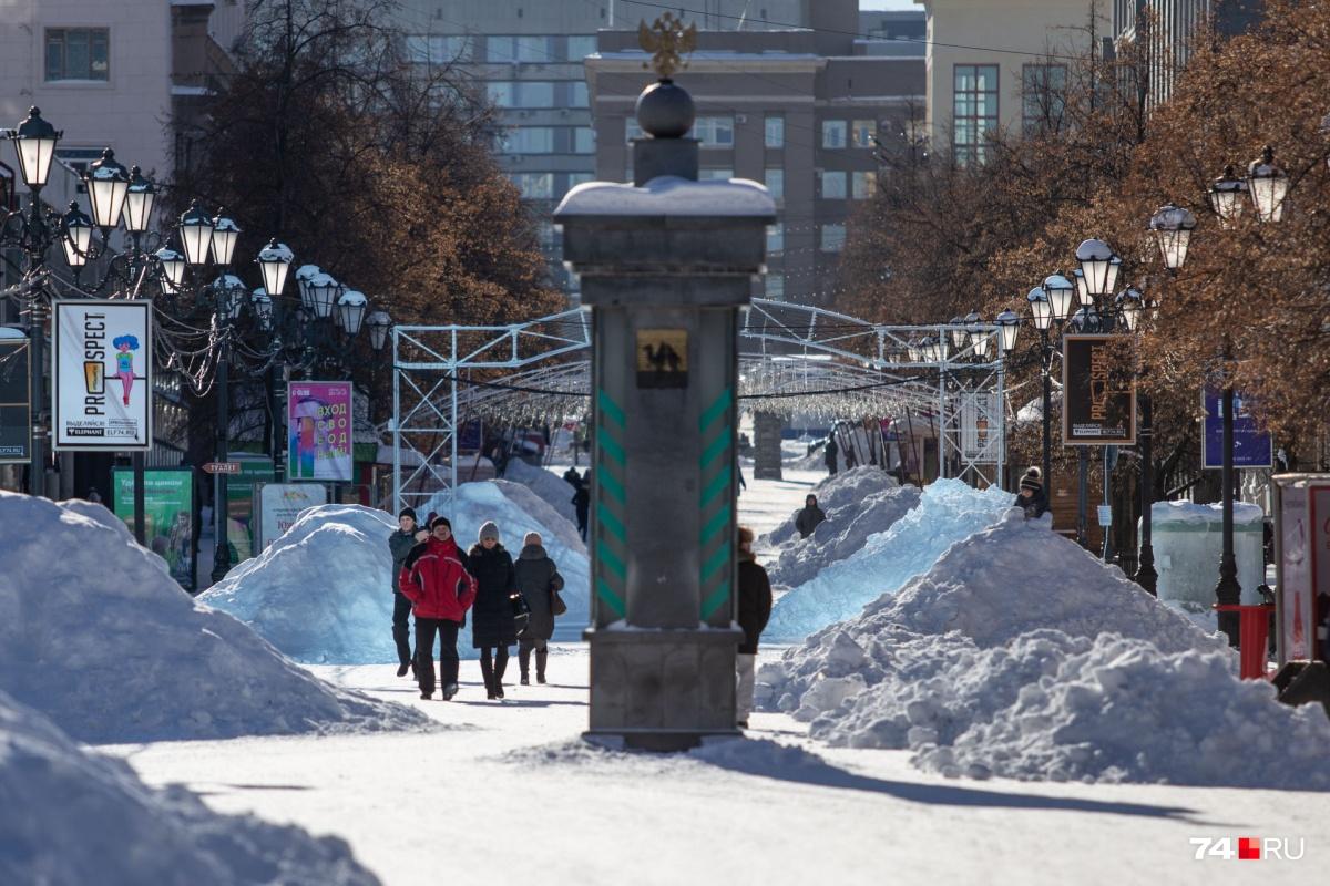 Прохожие шутят: впору доставать лыжи и сноуборды