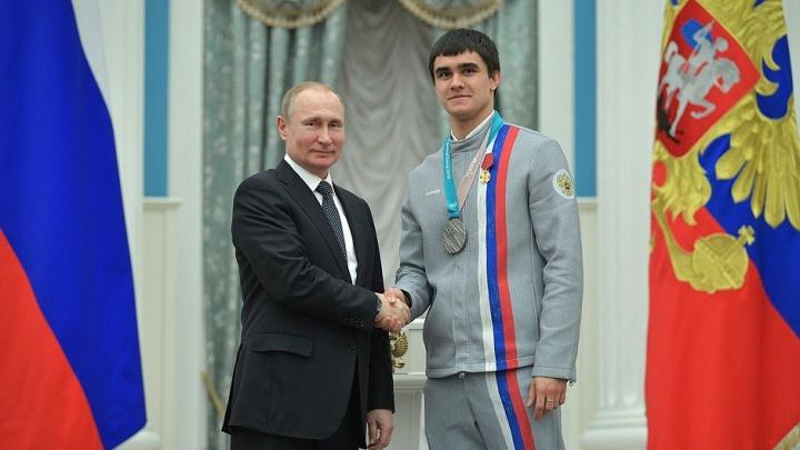 Красноярский скелетонист Никита Трегубов получил медаль из рук Путина