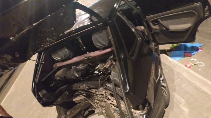 Сплющило заднюю часть: у ТЦ «Метро» пьяный на «Форде» догнал ВАЗ-2114
