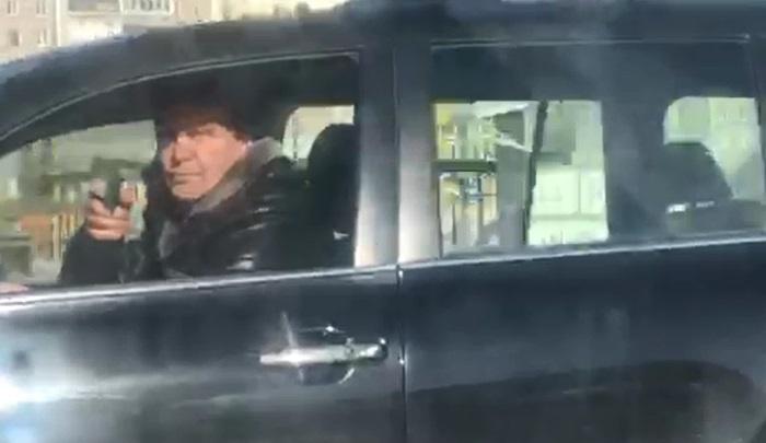 «Достал пистолет и начал им вертеть»: в Екатеринбурге дорожные разборки закончились стрельбой