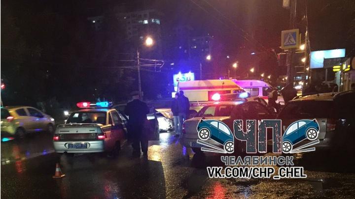 Скончался на месте: у Каширинского рынка в Челябинске в смертельном ДТП столкнулись две иномарки