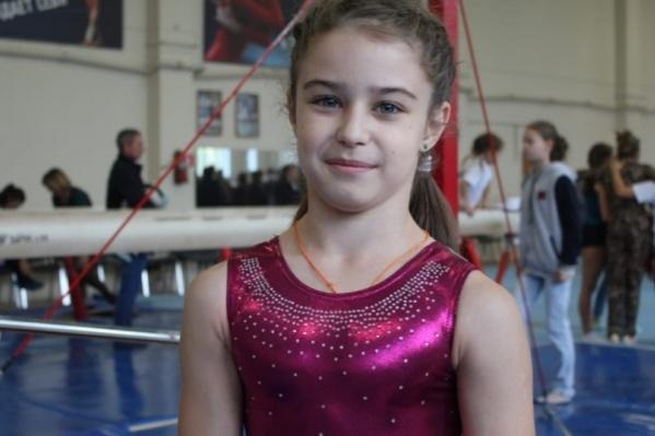 Девочка скромно вытесняет своих соперниц из книги национальных рекордов