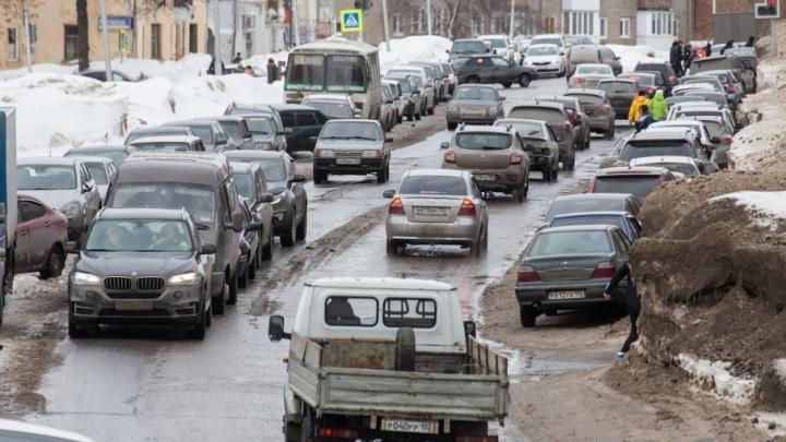 Уфимские водители встали в километровых пробках