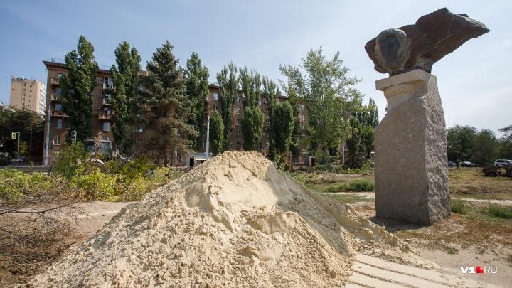 Только Пушкин да ёлочка: в сквере на Предмостной площади Волгограда вырубили все деревья