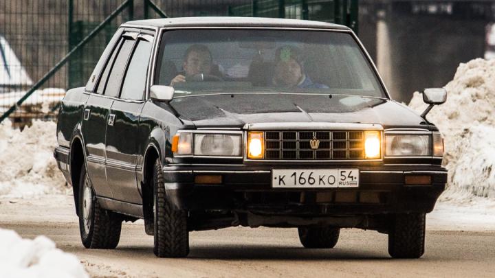Вот это тачка! Новосибирец каждый день ездит на 34-летнем Toyota Crown — чем он лучше новых авто