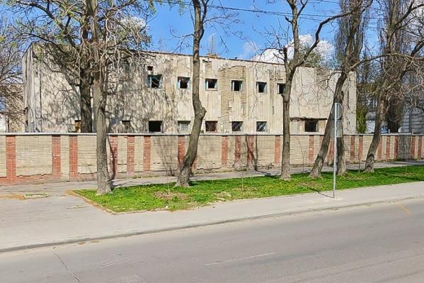 В 2012 году военные передали здание городу