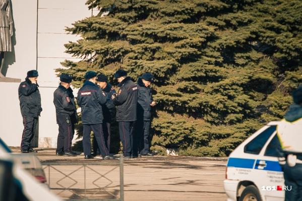 Полиция разыскивает подозреваемых